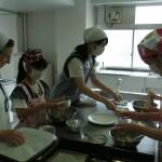 家庭科体験「スペイン菓子 ポルボロンづくり」